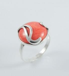 Кольцо Пьеса с розовым кораллом (19023кр)
