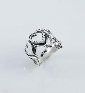 Кольцо из серебра с фианитами Сердце (19073)
