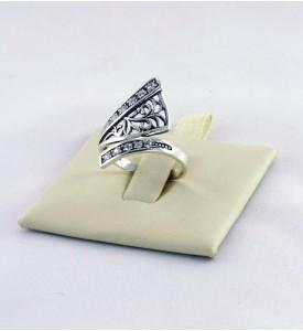 Кольцо серебряное с фианитами Артемида (19055)