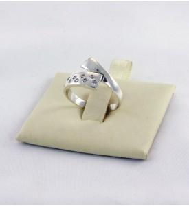Кольцо из серебра с фианитами Сырок (19070)